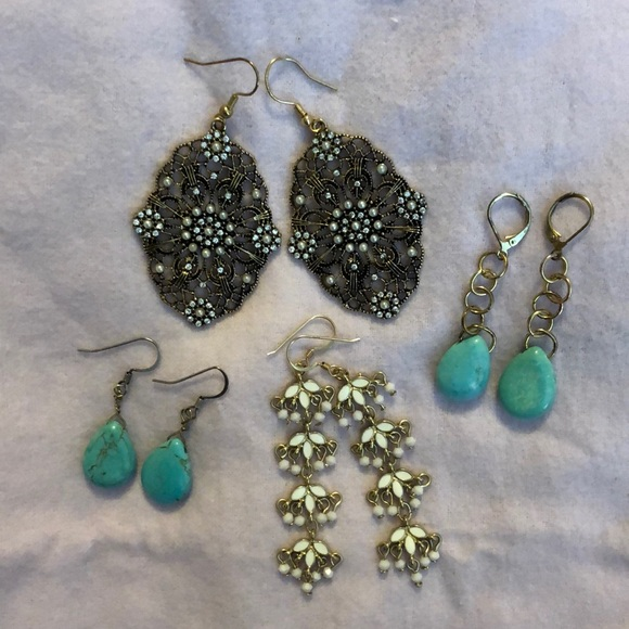 Jewelry - Lot of 4 pairs of earrings